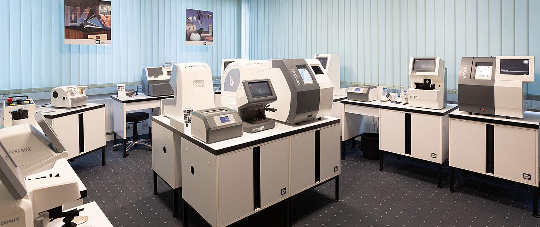 Schneck Optik Ausstellung Optikermaschinen