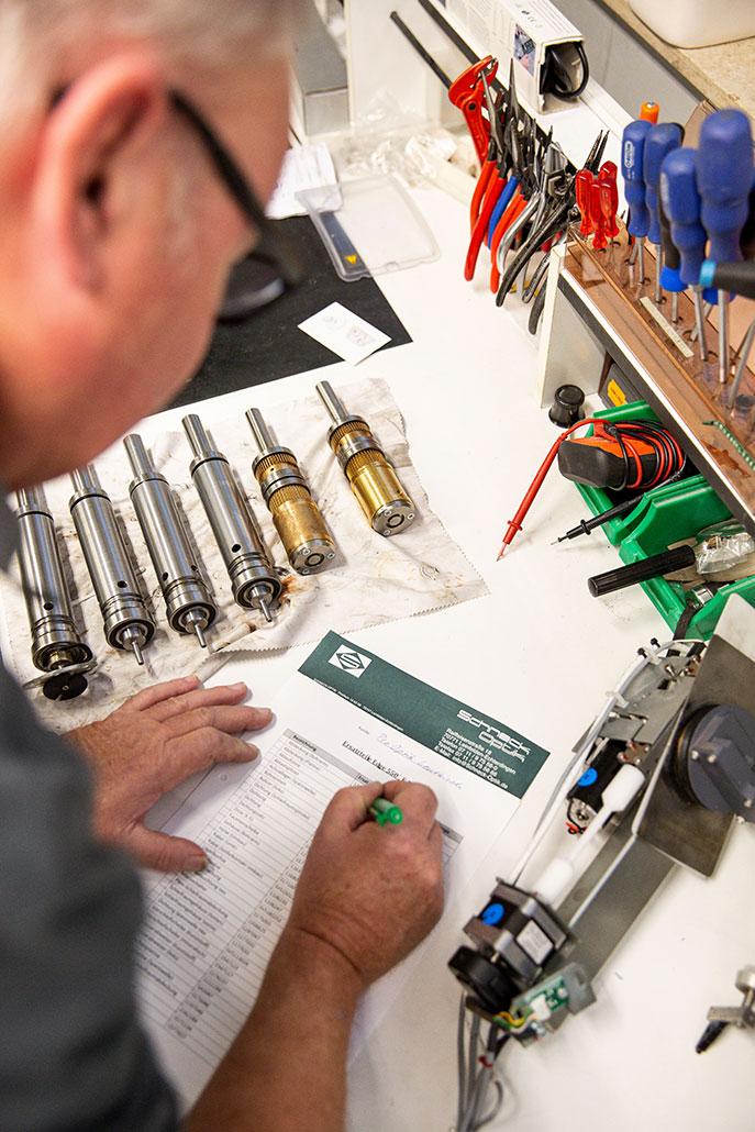Wartung & Reparatur von Optikermaschinen