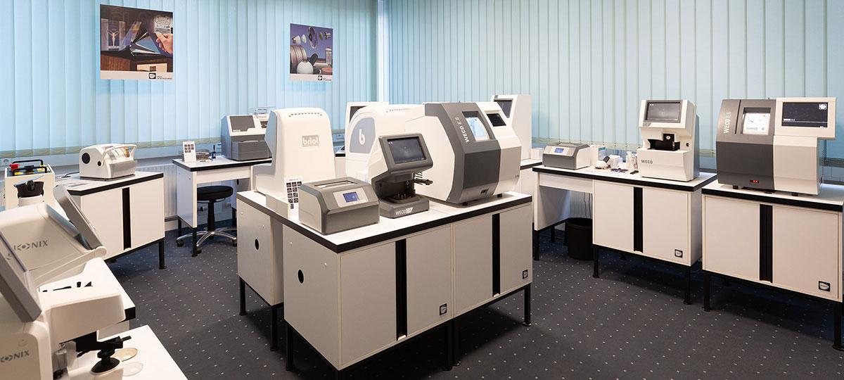 Schneck-Optik Ausstellung Optikermaschinen